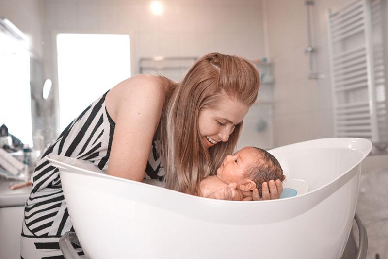 3 Manfaat Memandikan Bayi yang Harus Diketahui