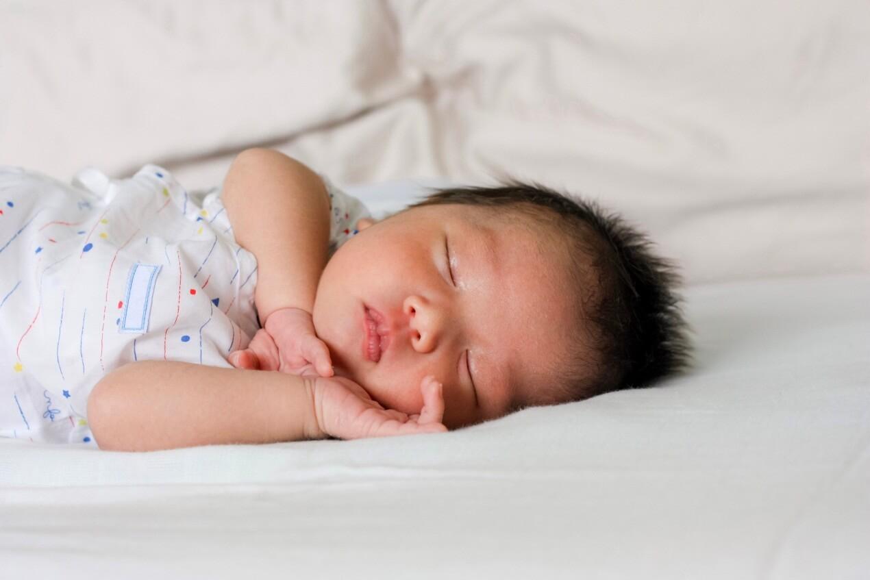 5 Cara Alami Menghangatkan Tubuh Bayi di Malam Hari