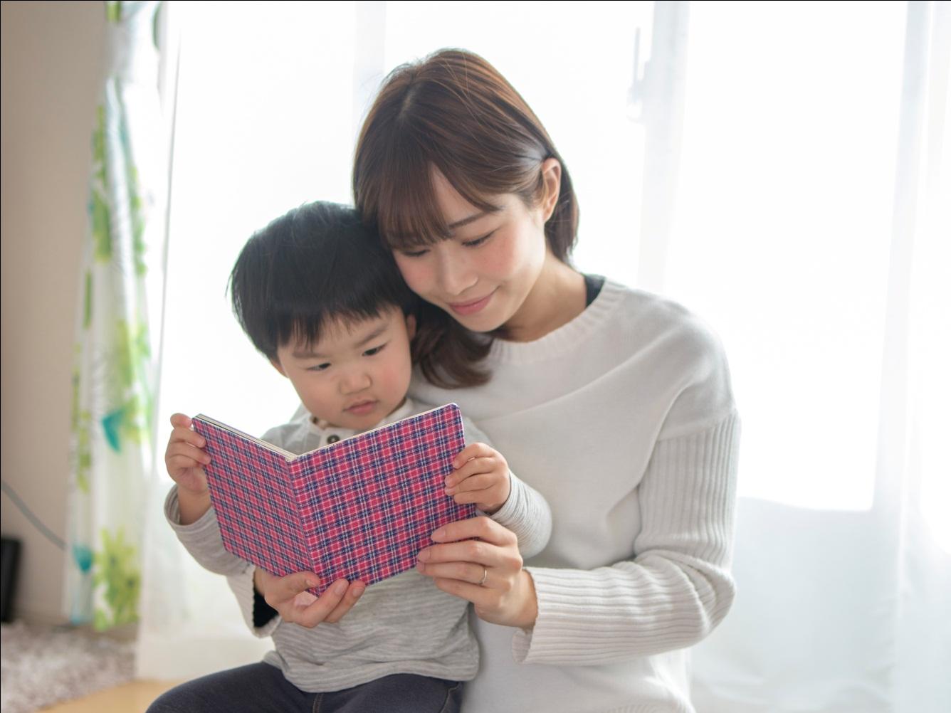 8 Cara Menyenangkan Membuat Si Kecil Gemar Membaca