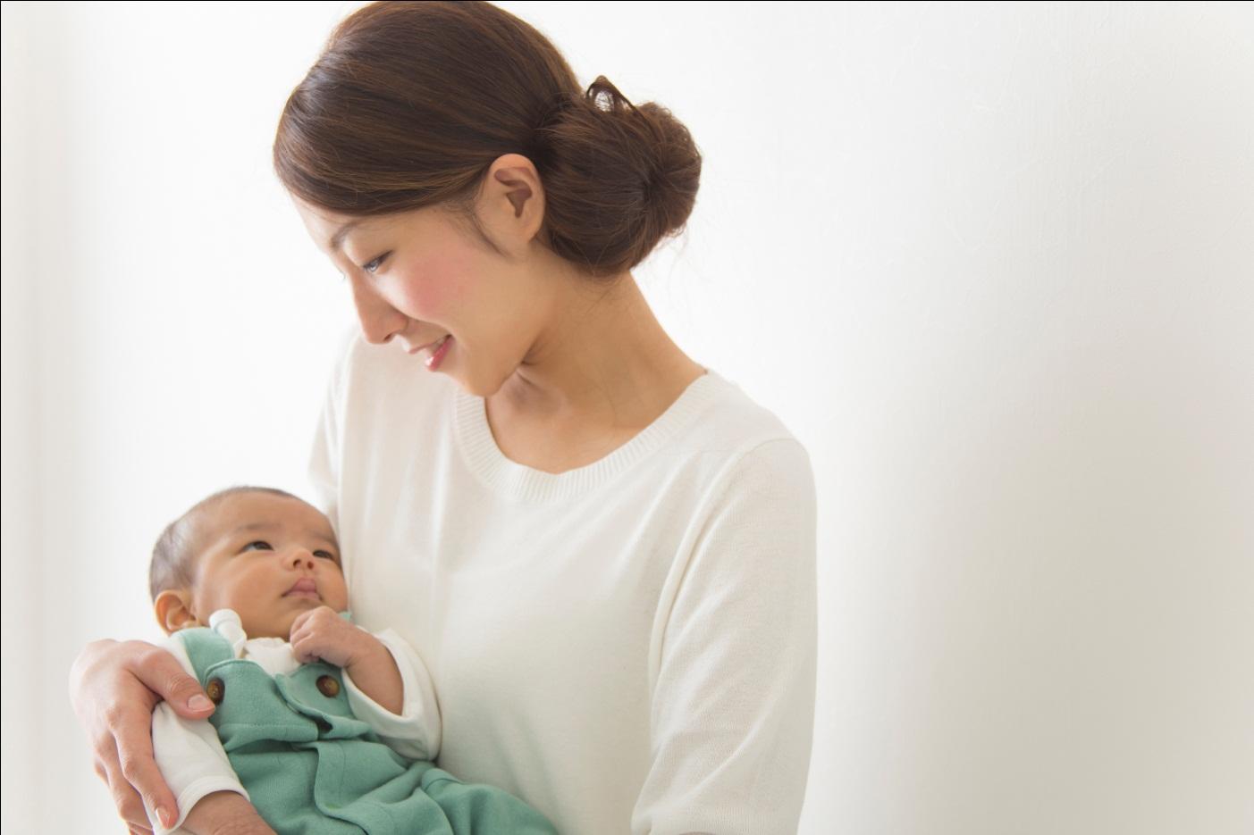 8 Tips Menggendong Bayi Baru Lahir