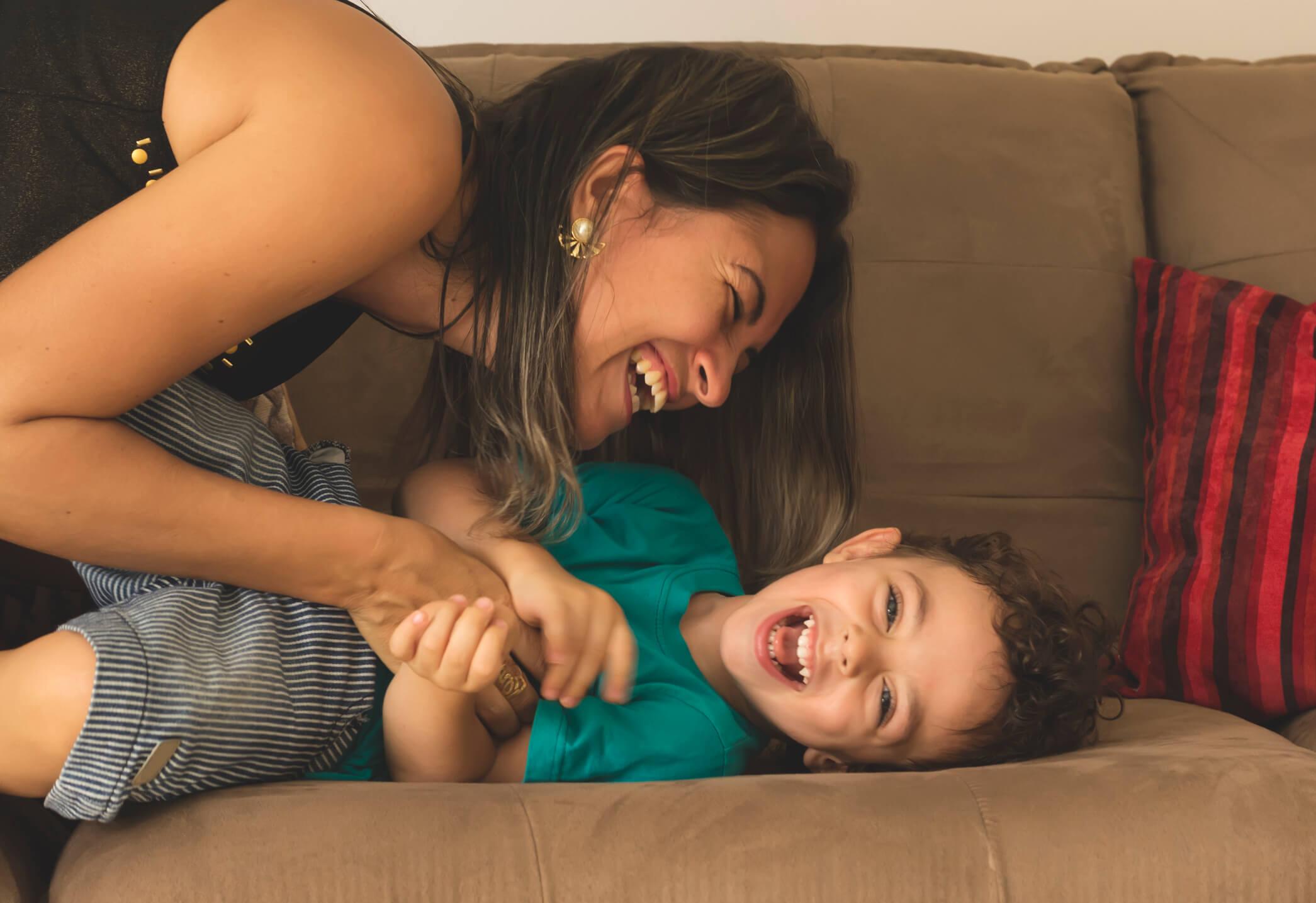Anak Laki-laki Lebih Dekat Dengan Ibu, Ini Penjelasannya