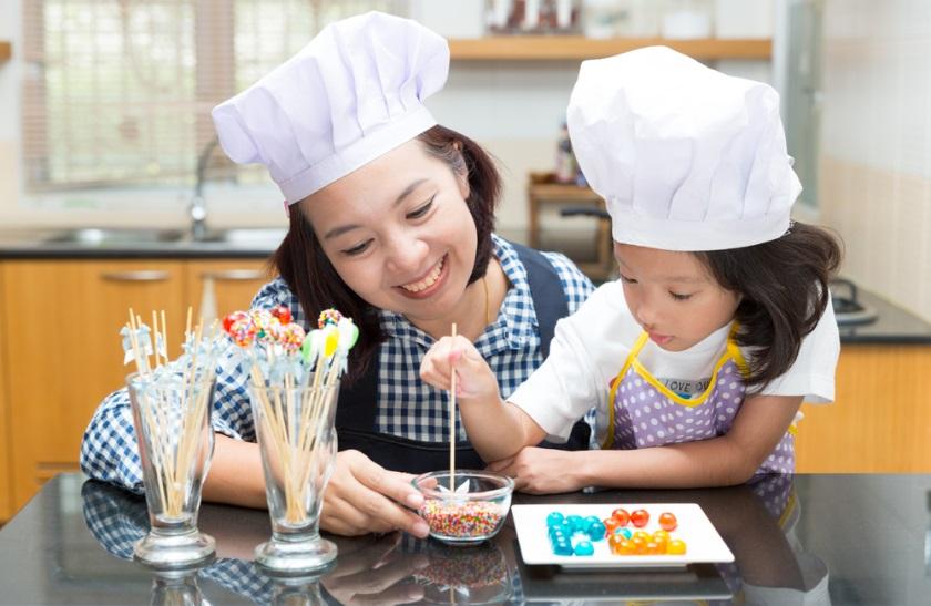 Ingin Anak Aman dan Nyaman Mengisi Liburan di Rumah? Gunakan Minyak Telon Terbaik!