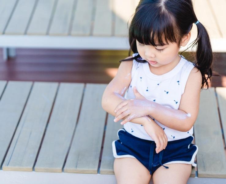 Mulai Banyak Aktivitas, Ini 4 Tips Agar Kulit Anak Halus