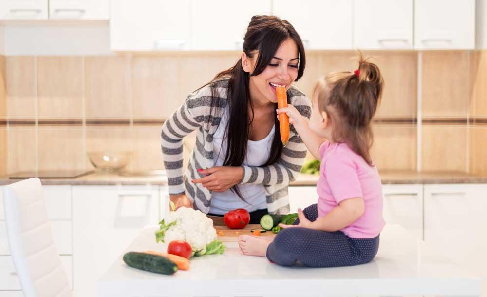 Manfaat Kenalkan Anak dengan Beragam Makanan
