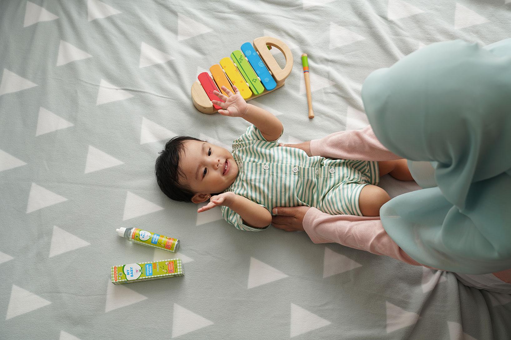 Menjaga Bayi Tetap Hangat di Musim Penghujan dengan MY BABY Minyak Telon