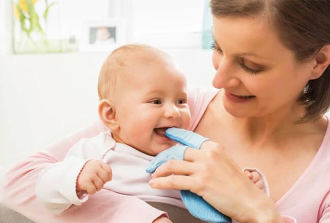 Pentingnya Membersihkan Mulut Bayi