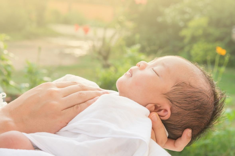 Rutin Berjemur di Pagi Hari Bikin Bayi Tidak Rewel