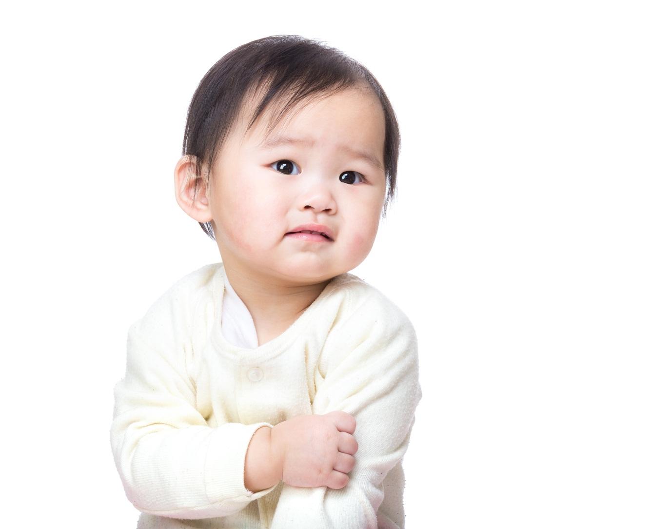 Si Kecil Sering Gatal karena Biang Keringat? Yuk, Gunakan Bedak Bayi ini