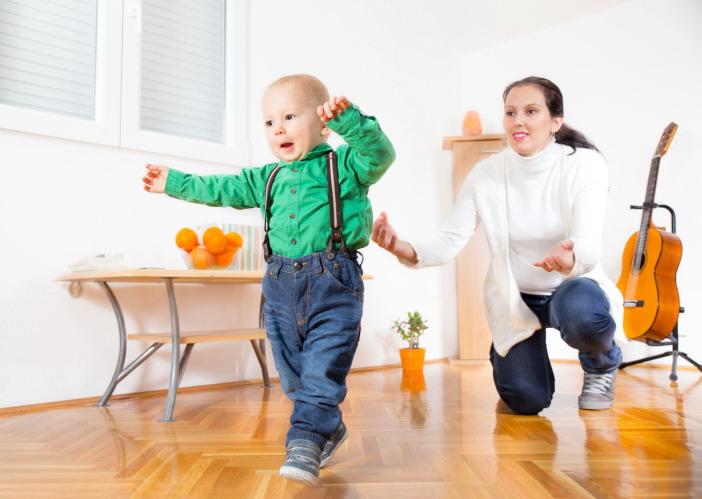 Cara agar anak cepat berjalan