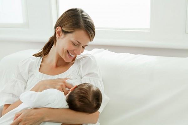 Manfaat Minyak Esensial untuk Ibu Menyusui