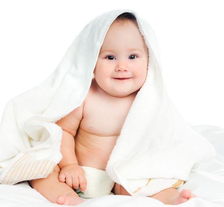 Membersihkan 4 Bagian Sensitif Bayi