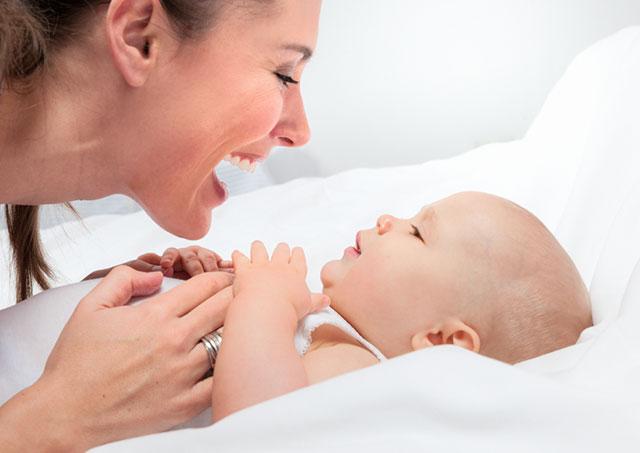 Permainan Sederhana untuk Bayi (1-6 Bulan)