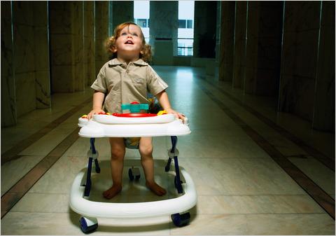 Pro Kontra Penggunaan Baby Walker pada Anak