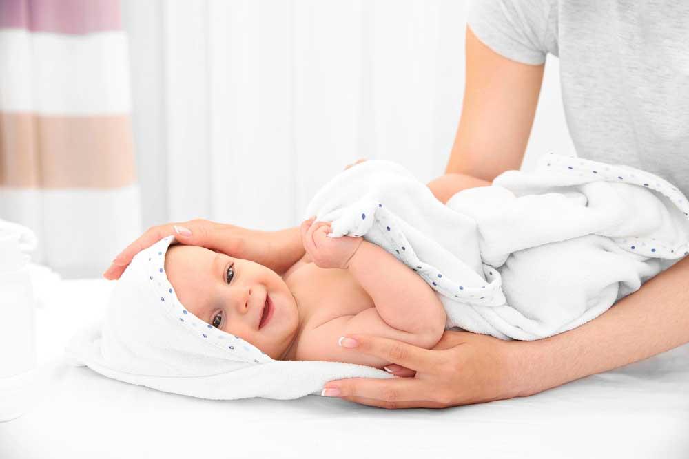 Tips Penggunaan Bedak Yang Tepat Untuk Bayi