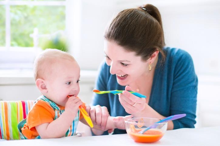 waktu tepat mengenalkan makanan pendamping asi pada bayi